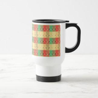 Formas cuadradas verdes rojas amarillas retras de  taza