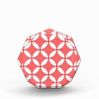 formas geometricas  em branco em fundo vermelho acrylic award
