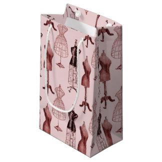 Formas rosadas antiguas del vestido bolsa de regalo pequeña