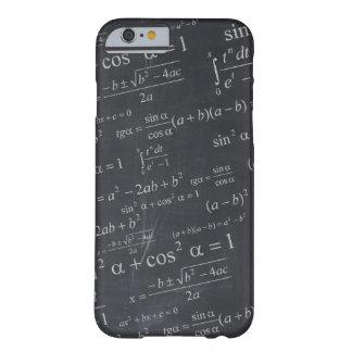 Fórmulas de las matemáticas en la pizarra - funda de iPhone 6 barely there