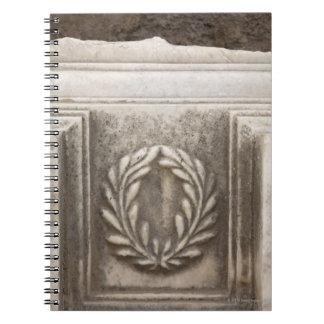 foro romano, diseño del laurel en el bloque de libreta