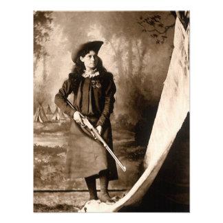Foto 1898 de Srta Annie Oakley Holding un rifle Comunicado Personalizado