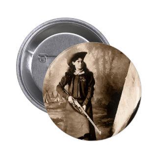 Foto 1898 de Srta. Annie Oakley Holding un rifle Chapa Redonda 5 Cm