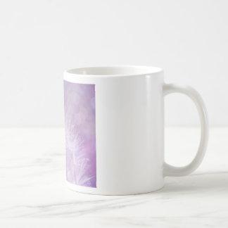 Foto abstracta púrpura del diente de león taza de café