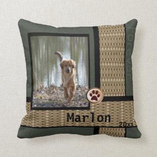 Foto adaptable del mascota del perro gris y cojín