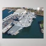 Foto aérea intermediaria de USS Póster