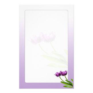 Foto aislada floral de la primavera gemela púrpura papeleria de diseño