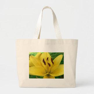 Foto amarilla de la macro de la flor bolsas de mano
