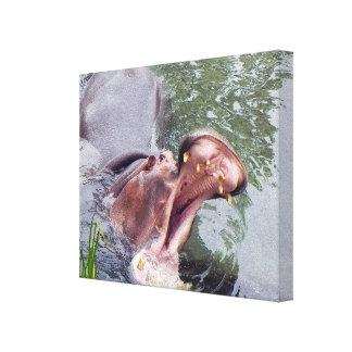 Foto ancha abierta de la fauna de la boca hambrien impresión de lienzo