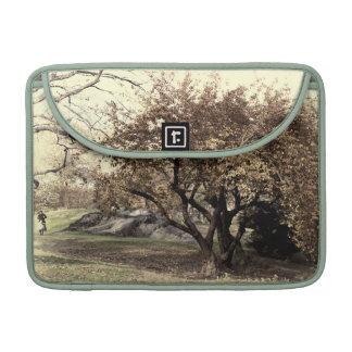 Foto Antiqued vintage del paisaje del Central Park Funda Para Macbook Pro