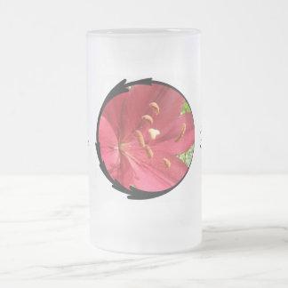 Foto asiática roja del lirio taza cristal mate