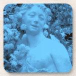Foto azul del extracto de la estatua posavasos de bebida