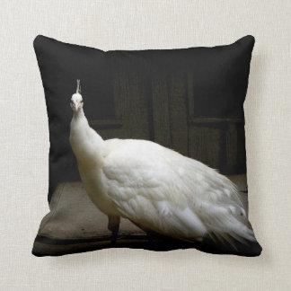 Foto blanca elegante del pájaro de la naturaleza d cojines