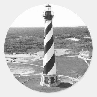 Foto blanco y negro del faro de Hatteras del cabo Pegatina Redonda