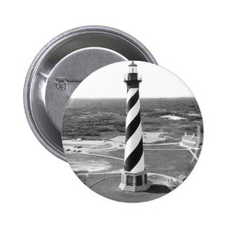 Foto blanco y negro del faro de Hatteras del cabo Pin Redondo De 2 Pulgadas