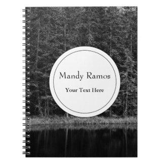 Foto blanco y negro del lago forest note book
