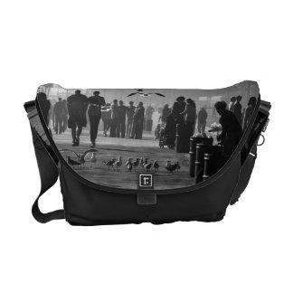 Foto blanco y negro del paseo marítimo de Coney Is Bolsa De Mensajería