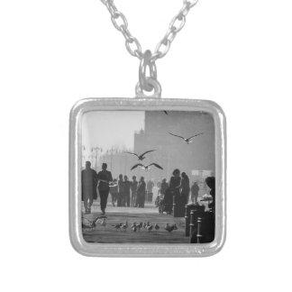 Foto blanco y negro del paseo marítimo de Coney Is Joyeria