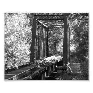 Foto blanco y negro del puente fotografía