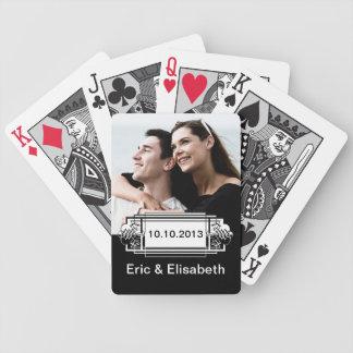Foto blanco y negro elegante del recuerdo del boda barajas de cartas