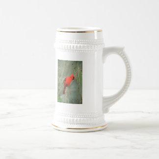 Foto cardinal del pájaro jarra de cerveza