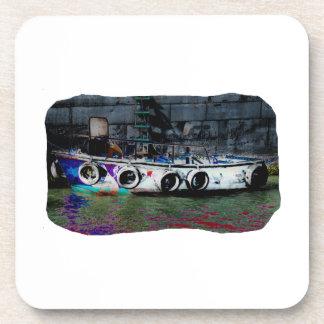 Foto coloreada única del bote pequeño posavasos