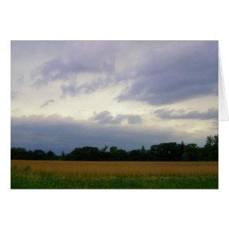 Foto colorida de las nubes de tormenta de los camp tarjeton