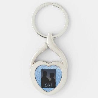 Foto con monograma azul de la elegancia tonal llavero plateado en forma de corazón