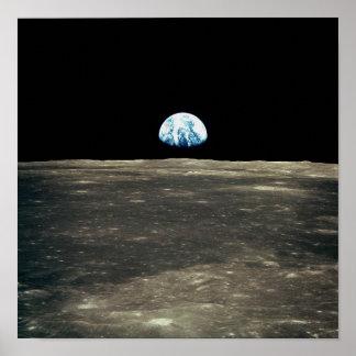 Foto de Apolo 11 de la tierra que sube sobre la lu Póster