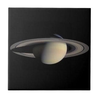 Foto de Cassini de Saturn en octubre de 2004 Azulejo Cuadrado Pequeño