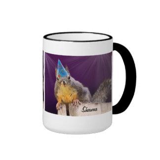 Foto de la ardilla del cumpleaños taza de café