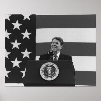 Foto de la bandera americana de presidente Reagan Póster