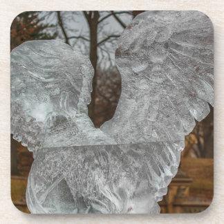 Foto de la escultura de hielo del ángel en Central Posavasos