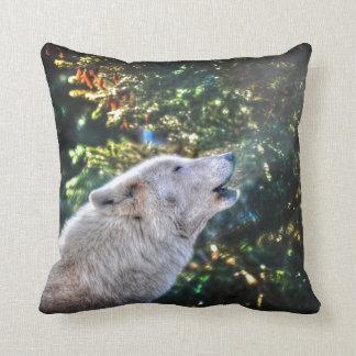 Foto de la fauna del lobo gris del macho alfa cojín