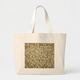 Foto de la macro de los granos de la quinoa bolsa de mano