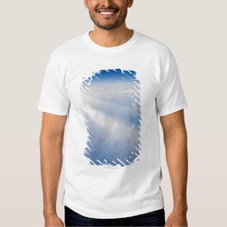 Foto de la mucha altitud de la tierra 2 camisas