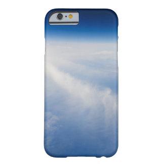 Foto de la mucha altitud de la tierra 2 funda de iPhone 6 barely there