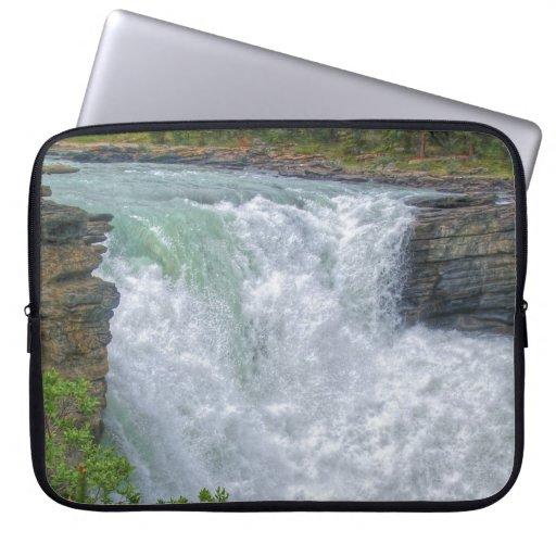 Foto de la naturaleza de la cascada de la montaña  manga portátil