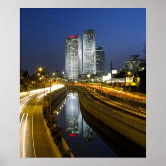 Foto de la noche de las torres de Tel Aviv Póster