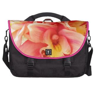 Foto de la orquídea del rosa y del melocotón bolsas de portatil