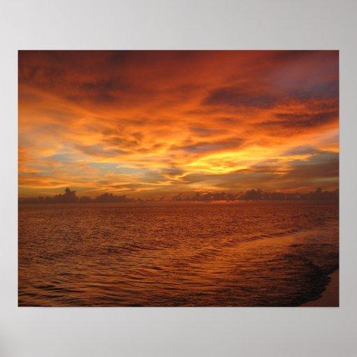 """Foto de la puesta del sol de la playa del """"cielo p póster"""