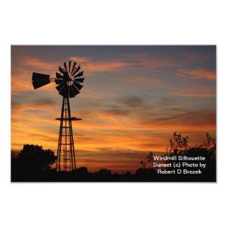 Foto de la puesta del sol de la silueta del molino fotografía