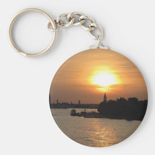 Foto de la puesta del sol dramática en Venecia Lag Llavero Redondo Tipo Pin