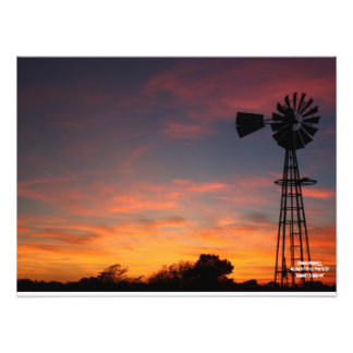 Foto de la silueta del molino de viento de Kansas