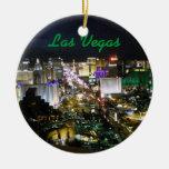Foto de la tira de Las Vegas en la noche Adorno Navideño Redondo De Cerámica