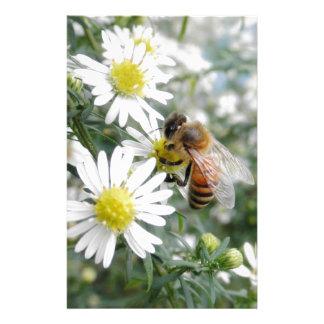 Foto de las margaritas de las flores de los papelería de diseño