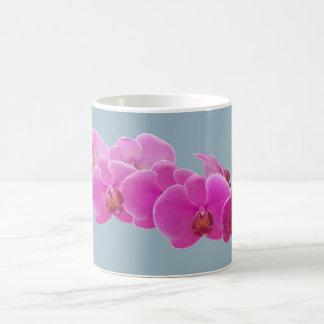 Foto de las orquídeas a pintar en el azul II Taza Clásica