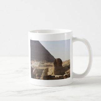 Foto de las pirámides y de la esfinge de Giza Tazas De Café