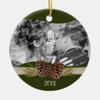 Foto de los pinos del arbolado adorno navideño redondo de cerámica
