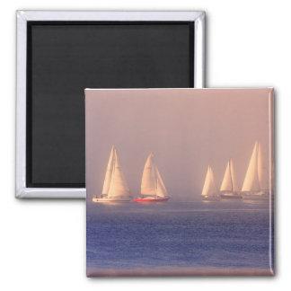 Foto de los veleros de la puesta del sol imán cuadrado